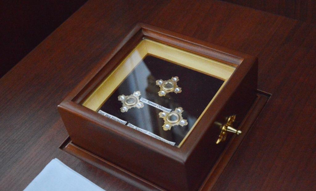 Ковчег з мощами преподобного Кукші Одеського, Іова Угольського та Алексія Карпаторуського